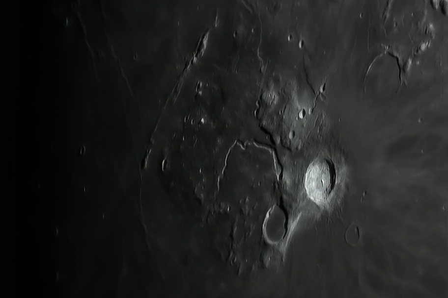 L17 Schröter's Valley Giant sinuous rille (Mark Phillips)